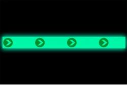 Naklejka podłogowa fotoluminescencyjna kierunek ewakuacji